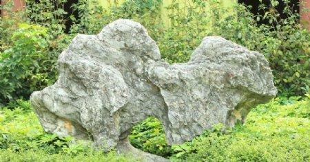 一块大石头图片
