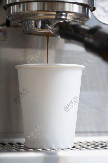 白色一次性杯子