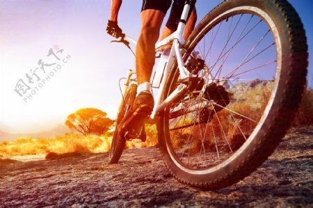 骑自行车的生活人物摄影图片