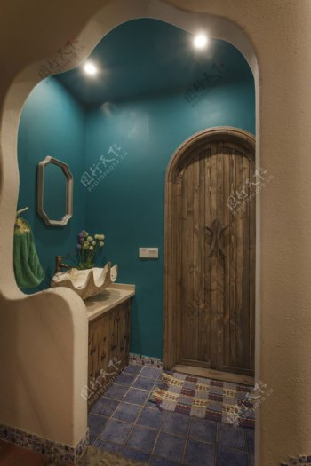 现代森系浴室深蓝色背景墙室内装修效果图