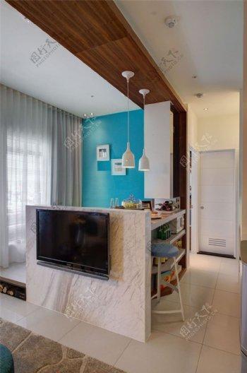 现代清新客厅宝蓝色背景墙室内装修效果图