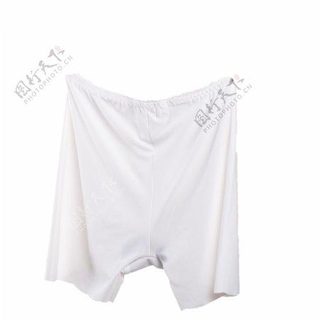 纯白色齐腿短裤头