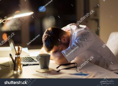 男生累疲劳办公睡觉外模