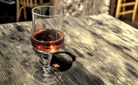 晚餐喝酒用的酒杯
