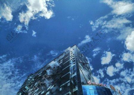 晴天蓝天白云西安大楼风景
