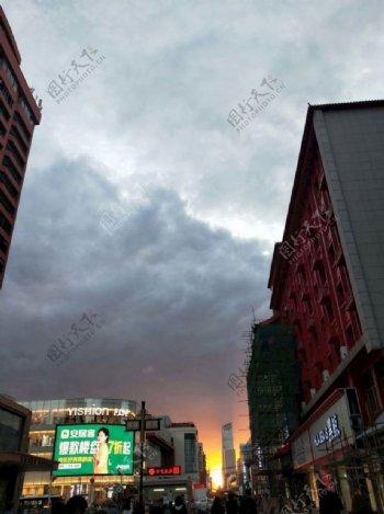 云与霞光图片
