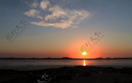 新西兰海滨日落风光图片