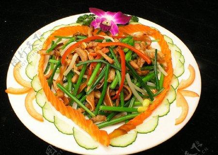 家常菜韭菜花炒猪耳朵图片