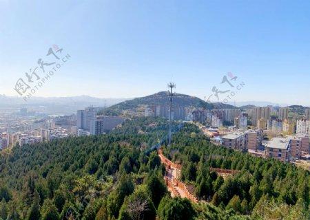 高楼建筑木栈道图片