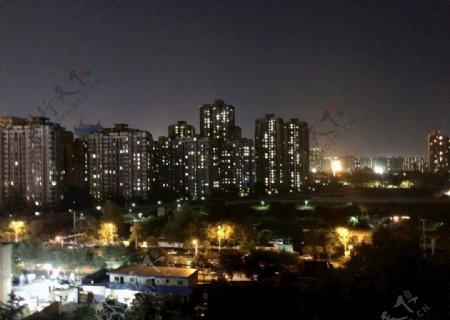 城市高楼夜景图片
