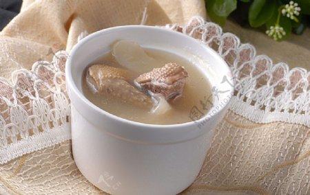 营养汤天麻乳鸽盅图片