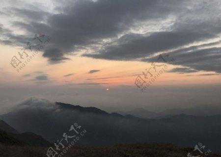 太阳下山的风景图片