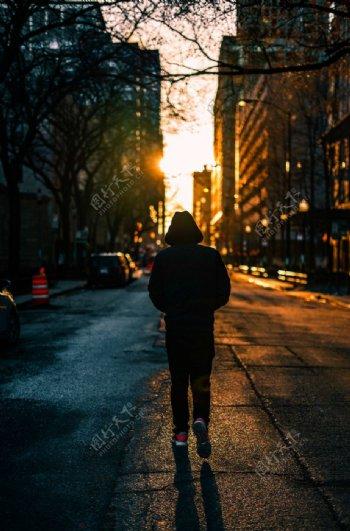 夕阳孤独背影图片