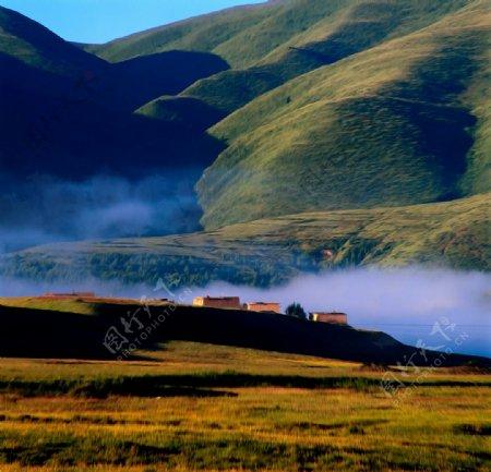 村落风景油画图片